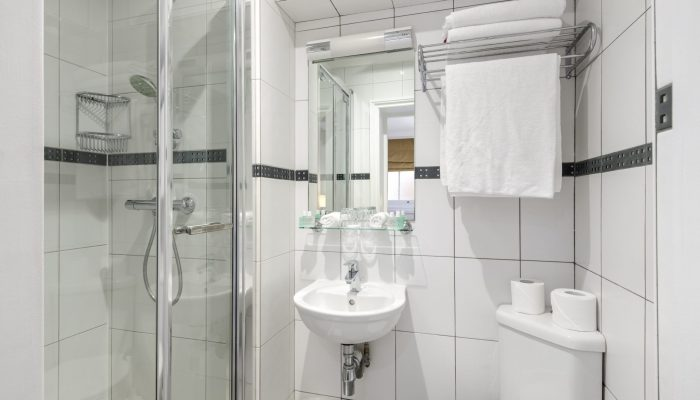 Lower Ground Family Double Bathroom - LHH