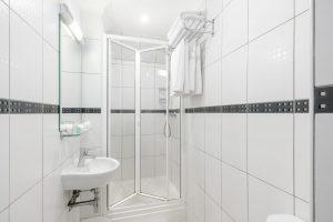 Lower Ground Double Bathroom - LHH