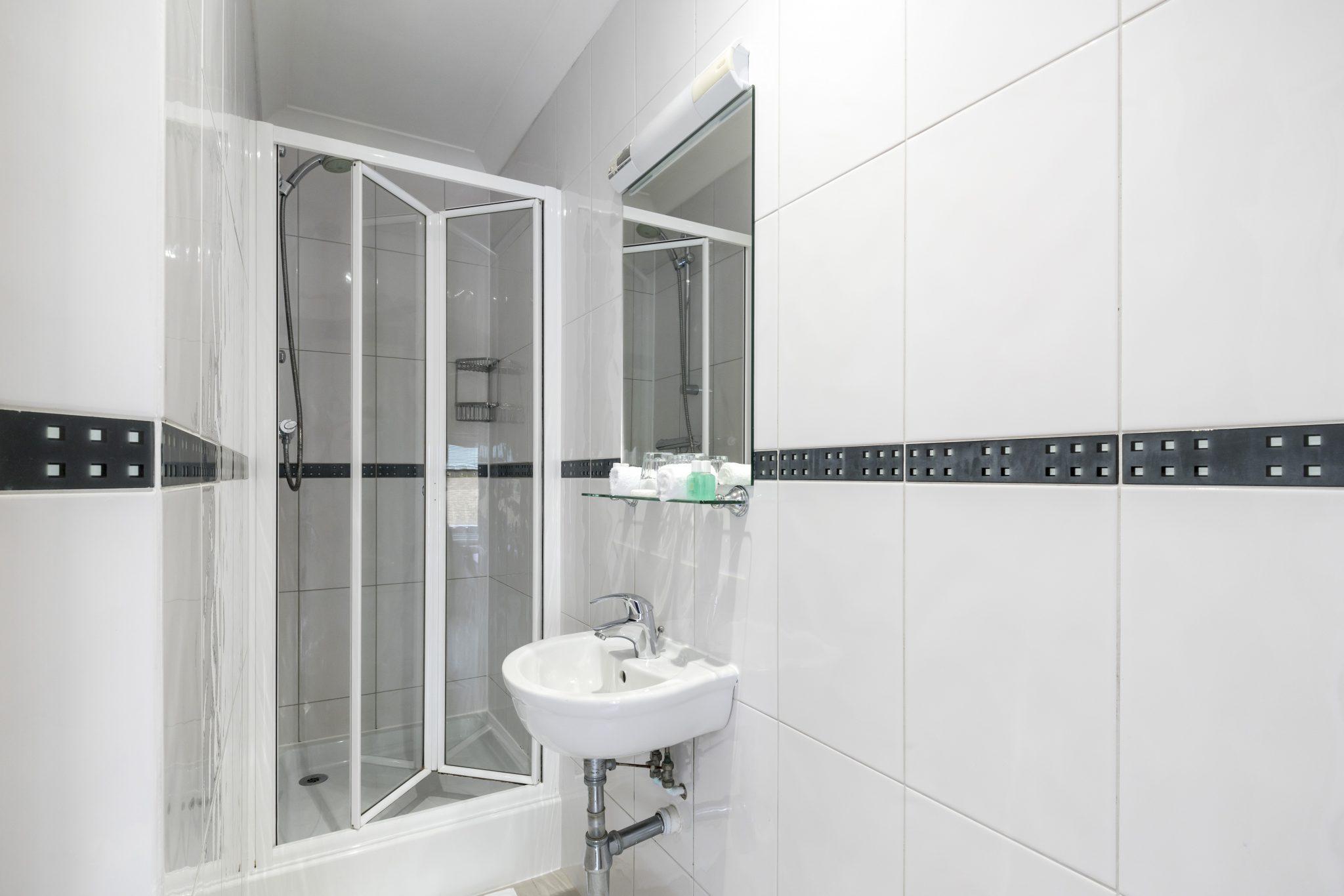 Small Double room's bathroom - LHH