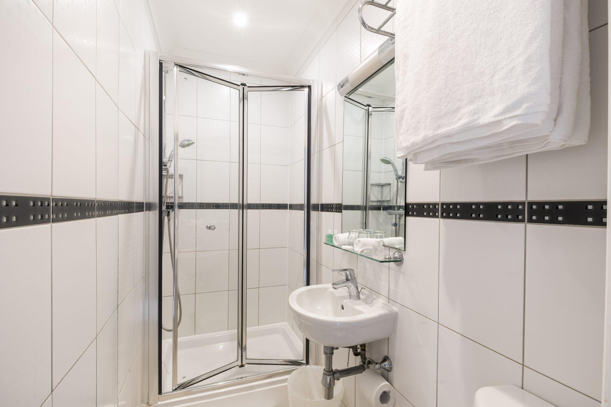 standard-double-bathroom-view-LHH